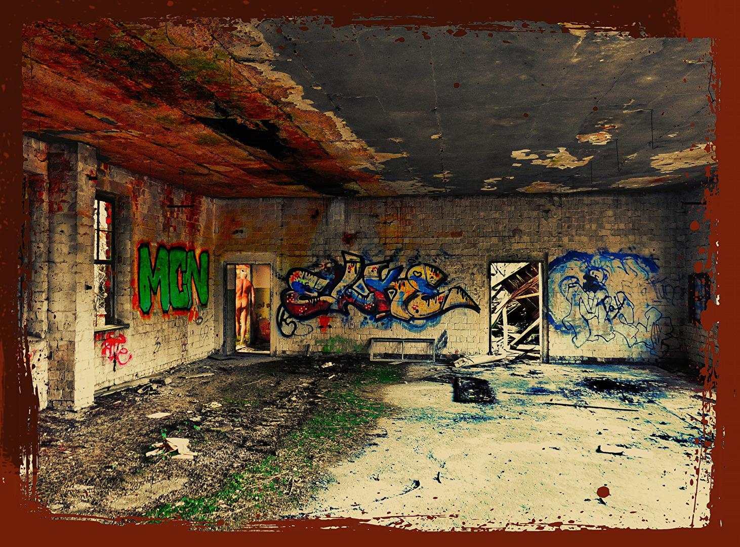 Verlassenen der verlassenen Fabrikhalle bei Niederfinow