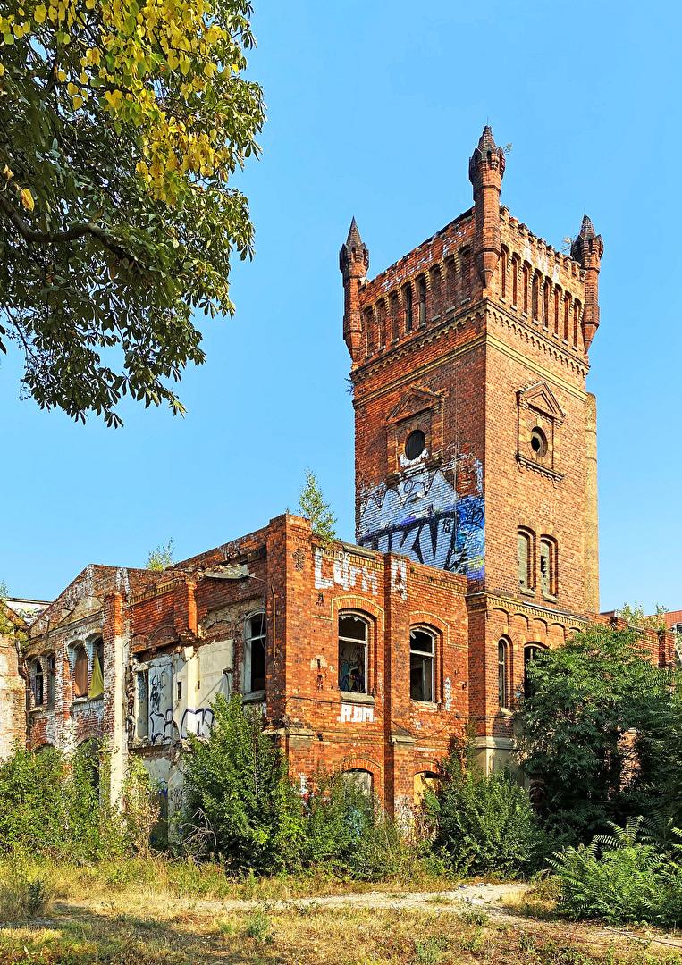Kein Burg-, ein Fabrikturm