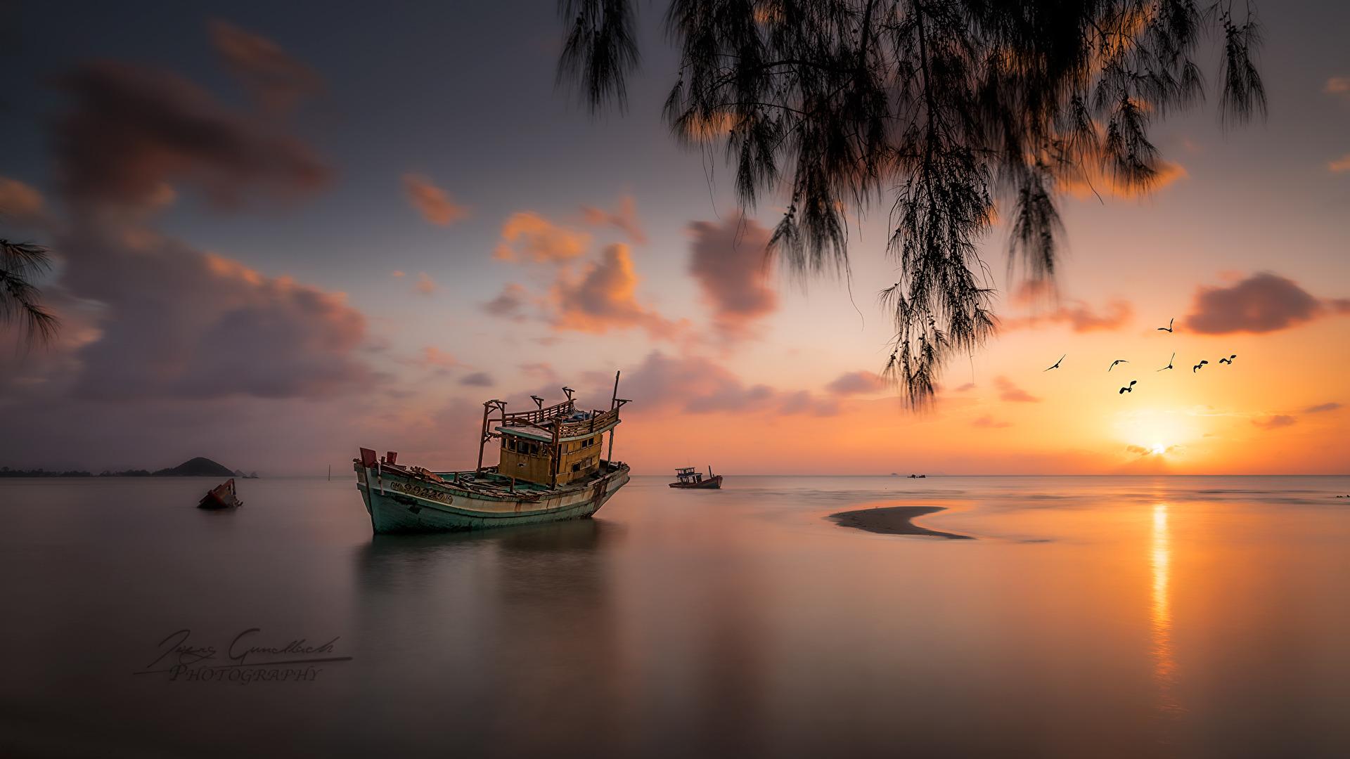 Schiffswrack im Sonnenuntergang